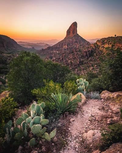 Weaver's Needle from Fremont Saddle. Good night everyone!! Hope you all have a wonderful weekend!! * * * * #igsouthwest #hikearizona #arizonahighways #arizona_landscapes #igersphx #instagramaz #visitarizona #beon12 #abc15 #cbs5az #az365 #optoutside #arizonahiking #NaturalArizona#see_arizona#arizonacollective#explorearizona#agameoftones#instagood#sunrise_sunsets_aroundworld#ourwild#theoutbound #thatadventurelife#oh_arizona#wonderful_places#wonderlust#fujifilm_xseries#ig_divineshots#ig_hotshots#divine_deserts