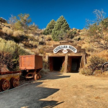 #RenoTahoe History ⛏ In 1859, placer miners and prospectors in the western Great Basin made two amazing strikes of gold and silver ore near @virginiacity. The Comstock Lode, as people soon called the ore body, resulted in what would today be billions of dollars in riches.💰