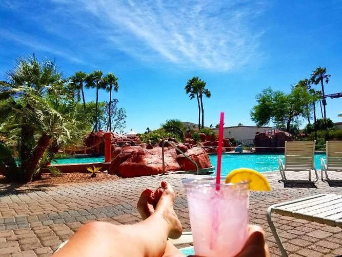 New pool who dis? #arizona #vacation