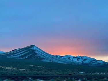 Appreciating nature's beauty..., and no two sunsets are ever the same🎨👌🏼... #sunset #amazing #naturesart #landscape #mountains #snow #view #winter #nevada #scenic #likeapainting #awesome #colors #desert #desertlife #ig_sunsetshots #explore #adventure #photography #artofvisuals #hot_shotz #roadtrip #traveller #sun #skyporn #carpediem #silhouette #carpediem #imagstaryou #sky #ig_captures
