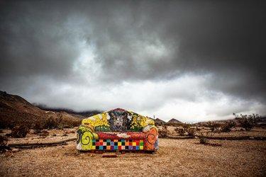Have a seat 2019 . . . 📷 #canon5d  #sofakingcool #rhyolite #rhyoliteghosttown #ghosttown #exploremore #hikaricreative #vibesofvisuals #roadtrippers #capturestreets #artinstallation #desertart #adventureseeker #deathvalleynationalpark #nevadaart #folkscenery