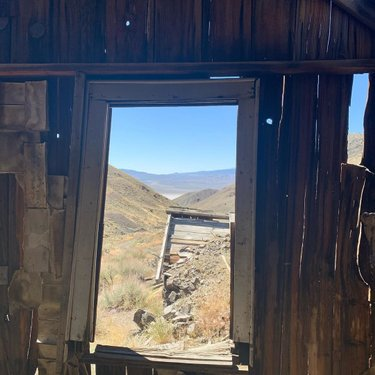Old cabins and views for days. I love exploring old mining ⛏ locations. #nevada #nevadamines #oldcabindiscoveries #oldminingtown #mines #cabins #viewsfordays #history #nevadahistory #landcruiser #landcruiser100 #100series #100serieslandcruiser #toyota #toyotausa #toyotalandcruiser #overland #overlandbound  #outfitandexplore #adventureawaits #adventuretime #adventurelife #circle_l_overland #circle_l_overlandroadtrip #bfg #highmileagetoyota #outfitandexplore