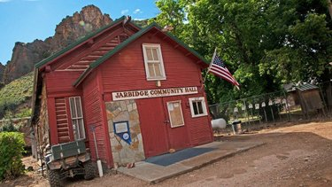 If you're looking for your next backcountry adventure while also searching a one-of-a-kind #NVGhostTown look no further than Jarbidge. ••• This tiny town is just about as far north in Nevada as you can get without crossing into Idaho, and comes with quite the colorful history to boot. Jarbidge prides itself on being the last legit gold rush of the American West after gold was discovered in this breathtakingly beautiful, modern-day wilderness area in 1909. ••• When visiting Jarbidge, make time to wander down Main Street, where you can check out old miner's stables and huts, Pioneer Park, and even former brothels. . . . . . . . . . #DFMI #TravelNevada #NVAdventure #CowboyCountry #NV #Nevada #VisitTheUSA #NVRoadTrip