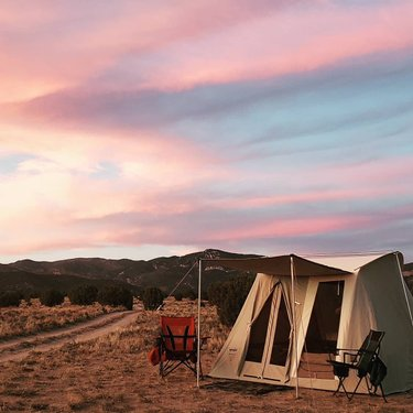 Decided kinda last minute to go camping this weekend and try out our new Traveler tent made by #springbarcanvas 🏕 We are in love with this tent! Can't wait to go on more adventures with this. It did awesome during a pop up wind/rain storm. Super comfortable and spacious. . . . #explorenevada #whitepinecountynevada #elynevada #tentcamping #scorpion #desert #birchtrees #sunset #rainshower
