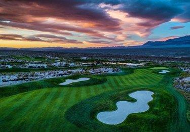 The sun sets on Golf in Nevada. It will be back soon. (📸: @brianoar) #NevadaGolf #LVPaiute #LVPaiuteGolf . . . . . . . . . . . #Golf #GolfLife #VegasGolf #LasVegasGolf #Vegas #VegasBaby #VegasStrip #LasVegas #TheGolfstagram #GolfAddict #GolfCourses #WhyILoveThisGame #GolfGram #HomeMeansNevada #TravelNevada #OnlyInNV #Golfing #Parnography #PlayOrPerish #DesertGolf #GolfWRX #MyNevada  #GetOutAndWalk