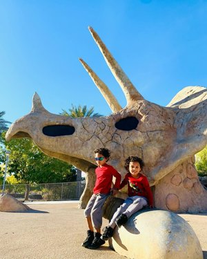 My dinosaurs loving minis had a great time playing, learning, and exploring today. They called this place Jurassic Park... If we experience life through the eyes of a child, everything would be magical and extraordinary. Let your curiosity, adventure, and wonder of life never end.🦖🦕 #mamaandminisadventures  #parkplay  #outdoorplayground  #vegaslifebaby #tinybigadventure  #tinybigadventures