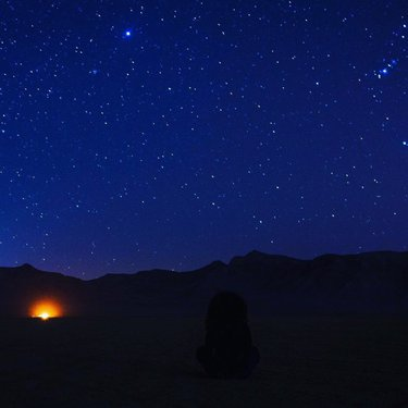 Don't forget to add stargazing to your travel itinerary✅  P.S. The stars shine brighter in Henderson ✨🌎💫 📸: shay_na  #VisitHenderson #Stargazing #DesertSkies #VacationItinerary #TravelItinerary #StarWatching #DesertViews