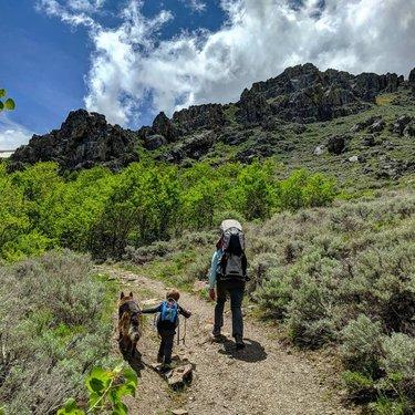 Blue skies with the little humans I made  #blueskies #maybesummer #butwhoknows . . . . #hiking #forceofnature #rei1440project #trailmom #trailmothers #adventuremamas #womenwhoexplore #womenwhohike #trailchat #nevada #dfmi #naturalnevada #explorenevada #optoutside #travelnevada #mountains #desert #highdesert #watercanyon #winnemucca #sonomarange #publiclands #osprey #ospreypoco #ospreypacks #nature #naturetherapy