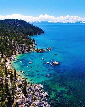 Blue above and blue below. . . . . . . #laketahoe #tahoe #reno #renotahoe #nevada #california #letsgosomewhere #exploremore #ourcamplife #packandgo #travelingpost #exploreeverything #sonyalpha #alifealive #theimaged #outbackcollective #winter #discoverearth #huffpostgram #roamtheplanet #livefolk #wanderlust #campvibes #nrthwst #wildernessculture #travelstoke #northwestisbest #visualcollective #DJI #mavicpro2