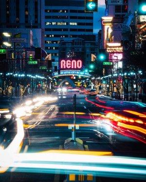 Bright lights and city nights in #RenoTahoe 🌃 @jordan.alpinemedia