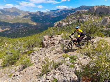 Certainly a fun unexpected trail just outside of Ely Nevada. Twisted pines loop at Cave lake state park delivered. #pedalforpeace #Bikesarecool #Nevadastateparks #getaboveitall #Elyvated #foxmtb #kaliprotectives #scottbikes