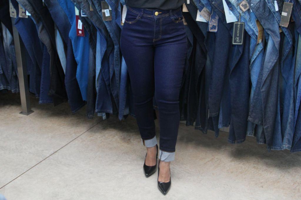 46d57cb3b1 ... calças jeans masculina e feminina. A Loja ainda está com novidades para  a coleção Outono Inverno em blusas