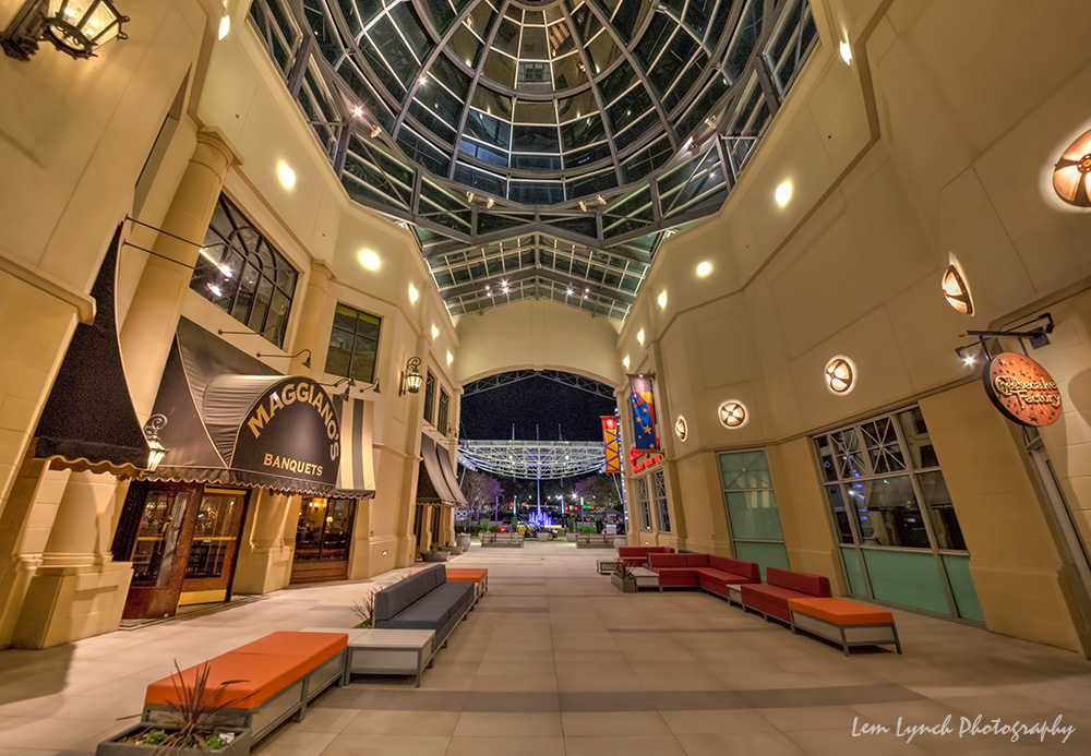 Sep 22,  · This is a very nice mall, with plenty of high end stores and a few nice restaurants. The mall is clean and located in a very nice neighborhood. We did a little shopping, window shopping, sight-seeing and eating. I love this mall/5().