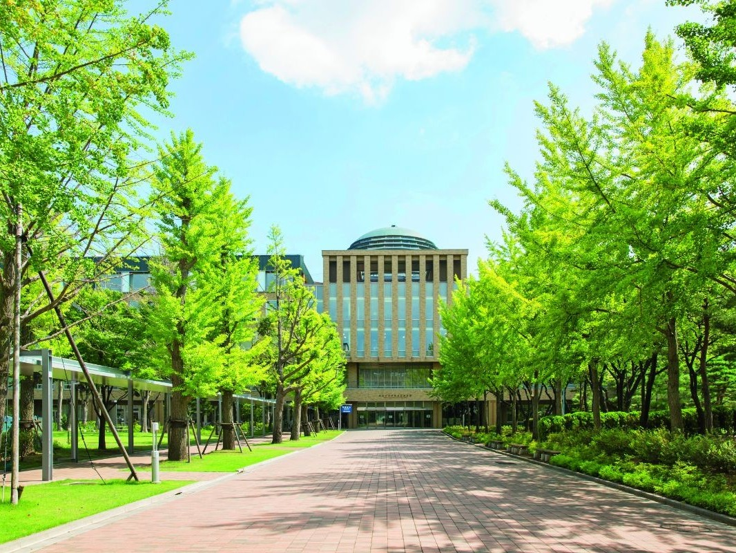 Dokkyo University