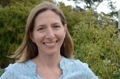 Dr. Cheryl Logan headshot