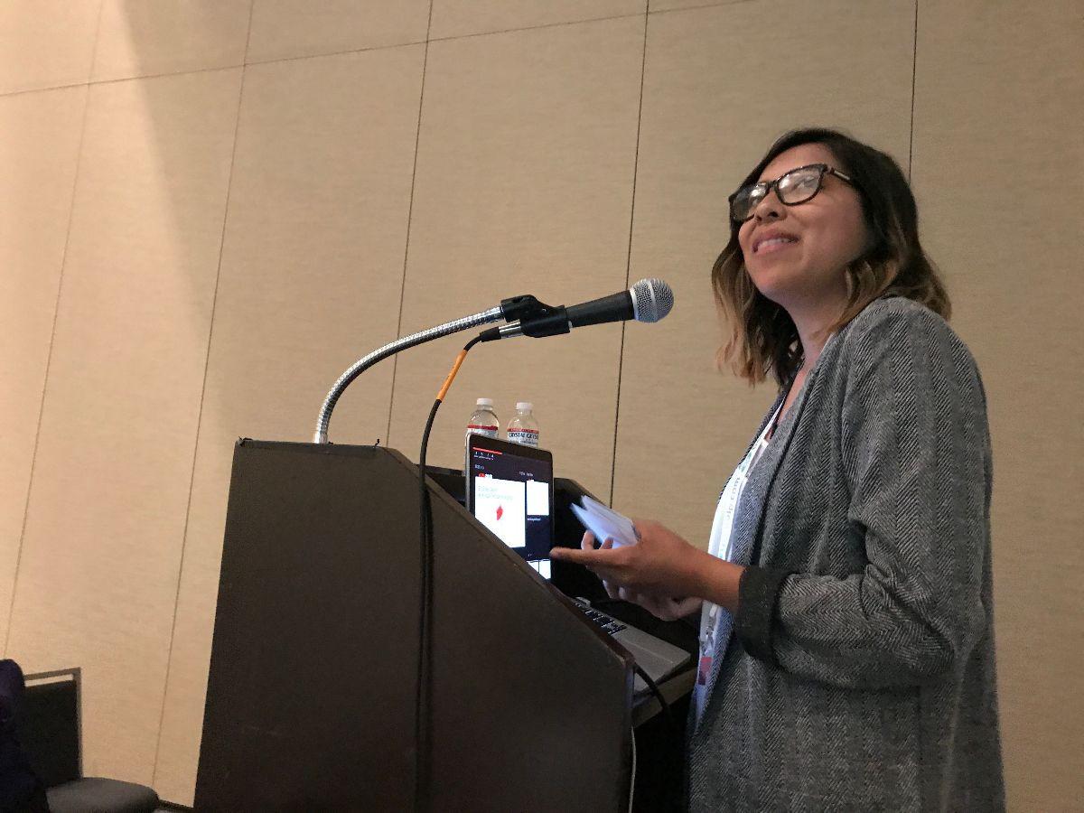 Jazmin Luna presenting research