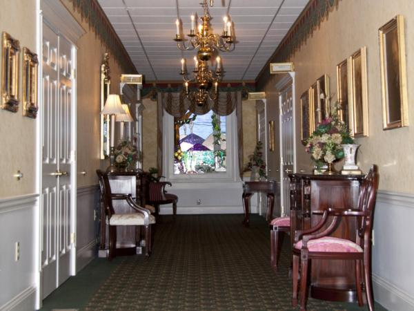 Steen Funeral Home 13th Street Chapel Interior