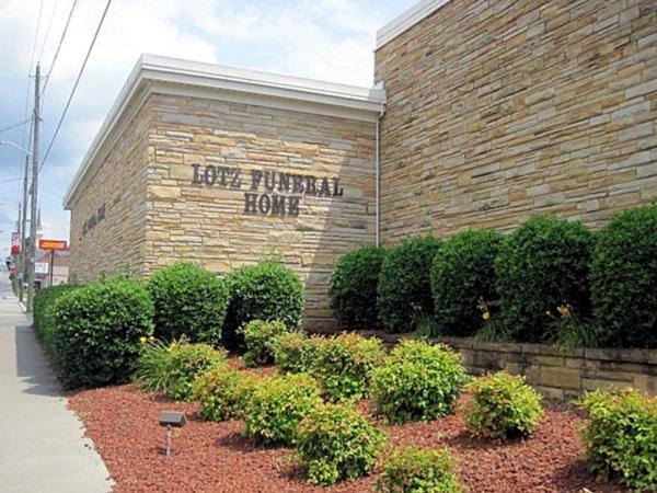 Lotz Funeral Home Vinton Exterior