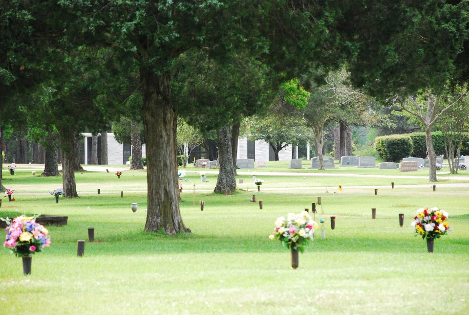 Colonial Gardens Cemetery Grounds