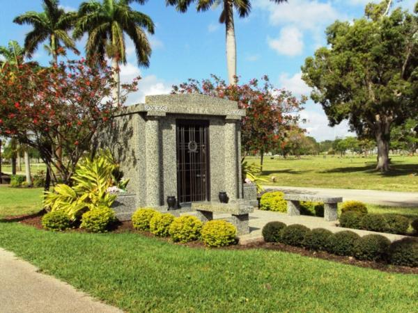 Lauderdale Memorial Park Grounds