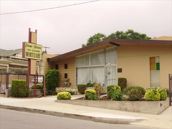 Evans-Brown Mortuary - Lake Elsinore Location Exterior