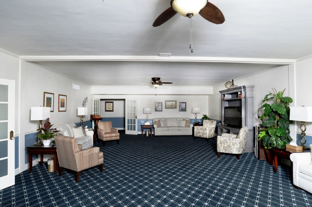 Washington Suite family room is cozy and comfortable with 3 new sofas and 4 arm chairs.