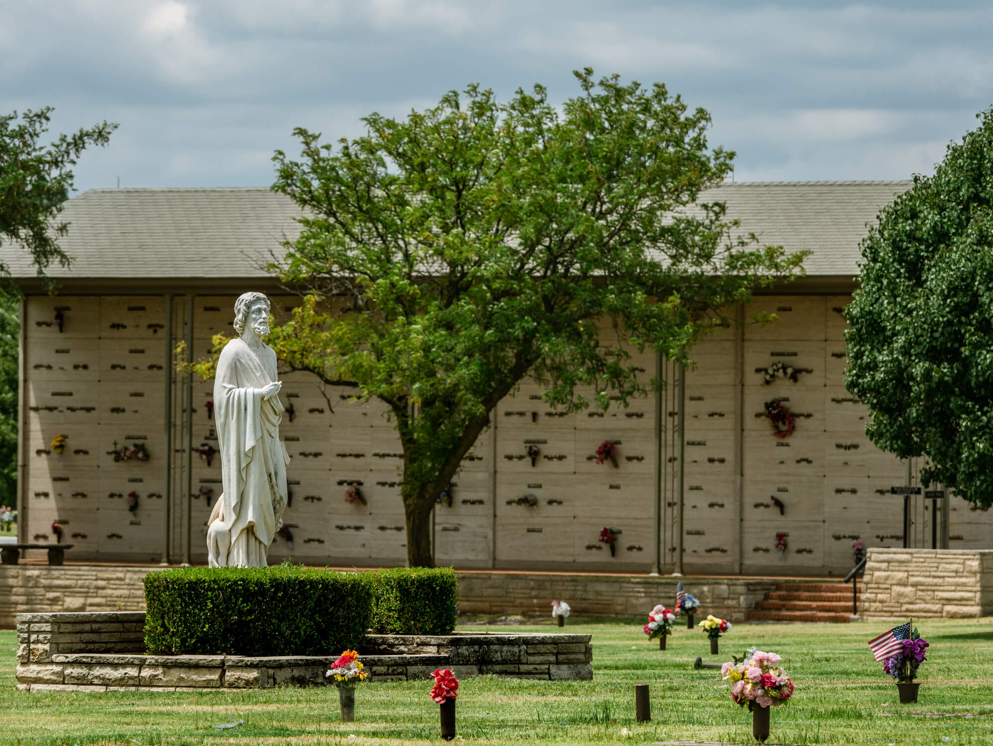 Cemetery in Oklahoma City with Statue