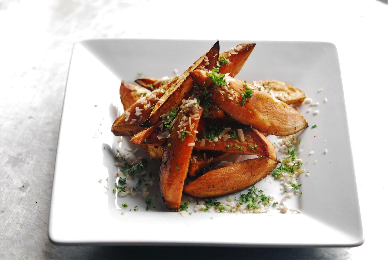 Garlic Roasted Sweet Potato Wedges