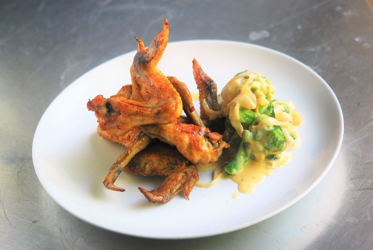 Roasted BBQ wings with Broccoli Casserole