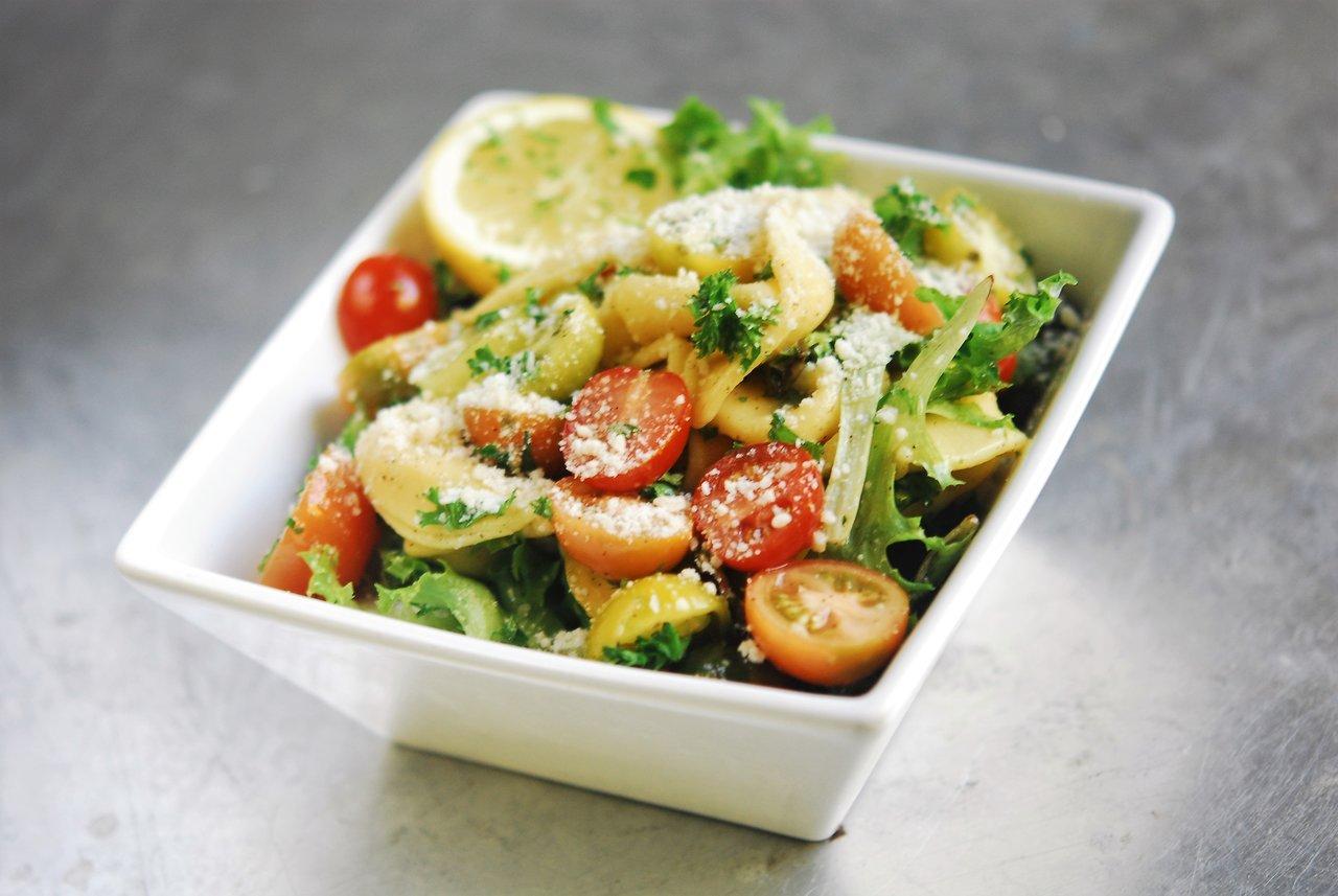 Lemon Garlic Tortellini Salad