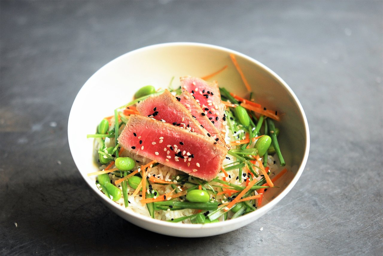 Classic Seared Tuna Poke Bowl