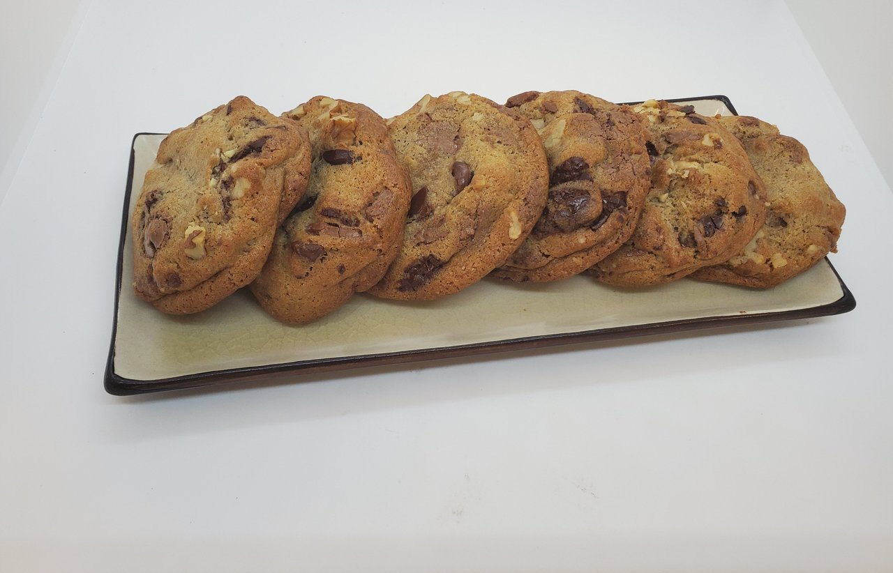 Wolfe's International - Walnut Chocolate Chip Delight Cookies