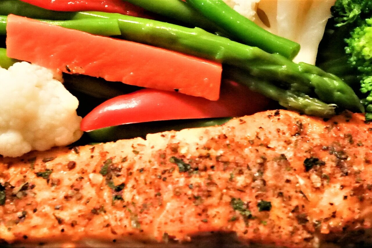 Cafe Cookie Company - Baked Salmon & Steamed Vegetables