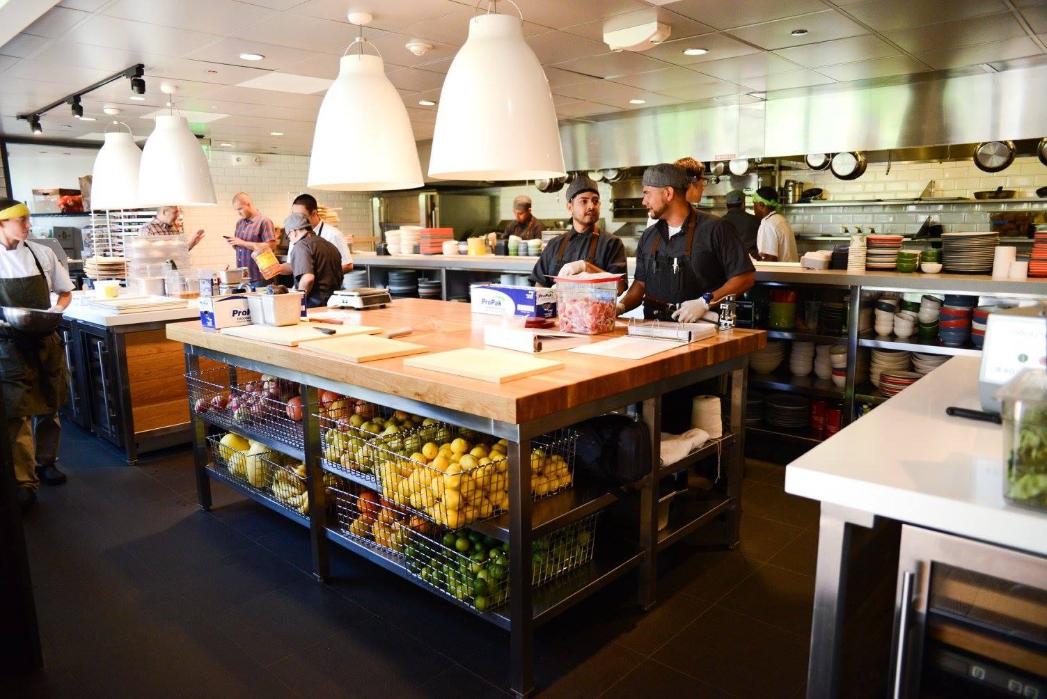 Description Restaurant Job Server Makes The Food