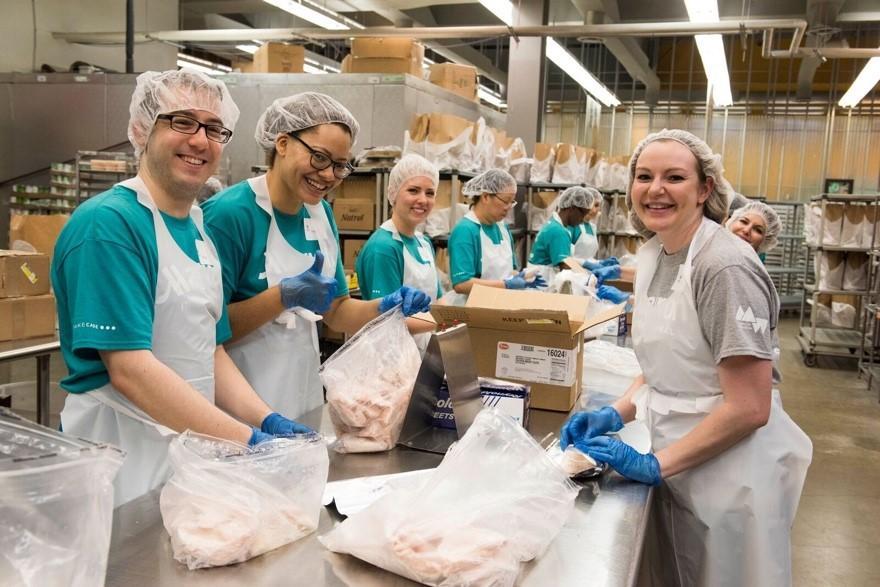 Associates volunteer at Food & Friends