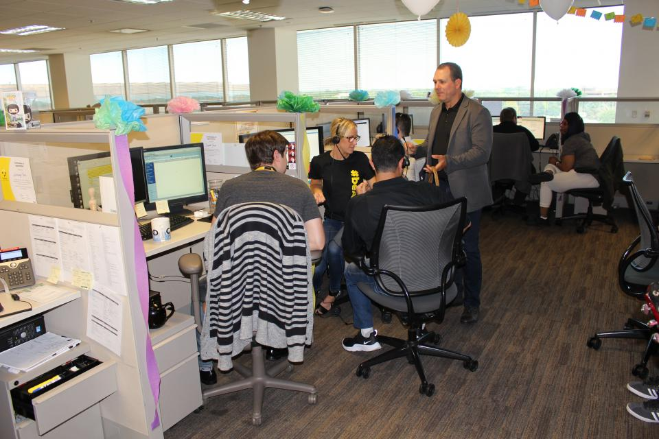 Alight CEO Chris Michalak celebrates Customer Service Week with colleagues in Alight's Lincolnshire, Ill. headquarters.