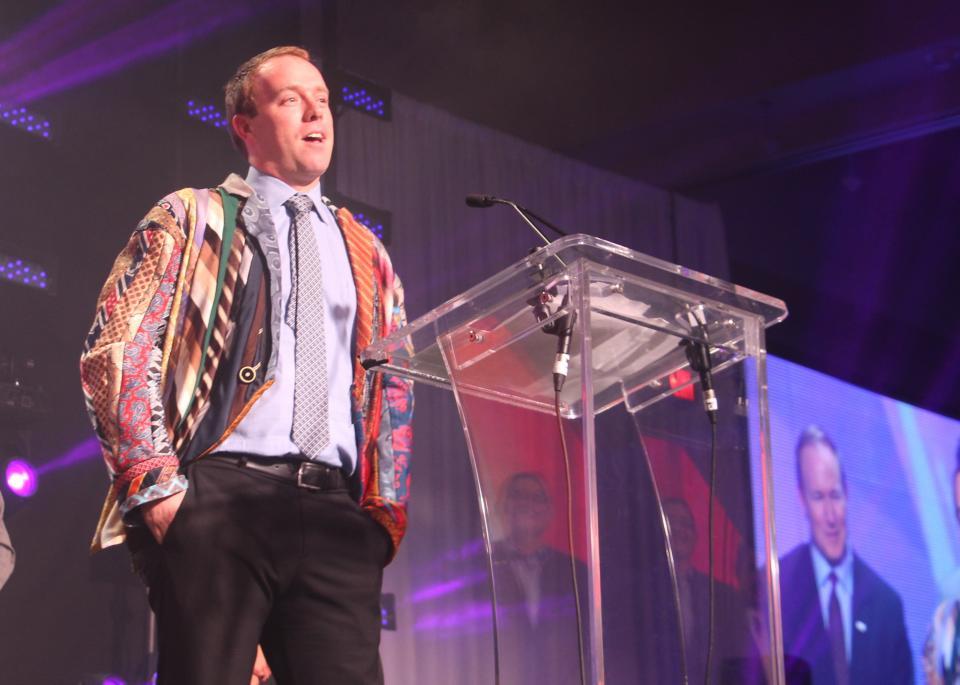 Atlanta DSM Brent Wells wins the coveted Tie Jacket Award