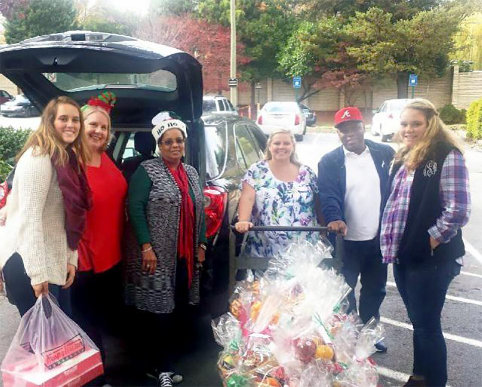 In Atlanta, Hunton employees and their children take part each year in a holiday event during which they assemble fruit baskets for residents of local nursing facilities. These volunteers were all smiles as they delivered more than 75 baskets last December!