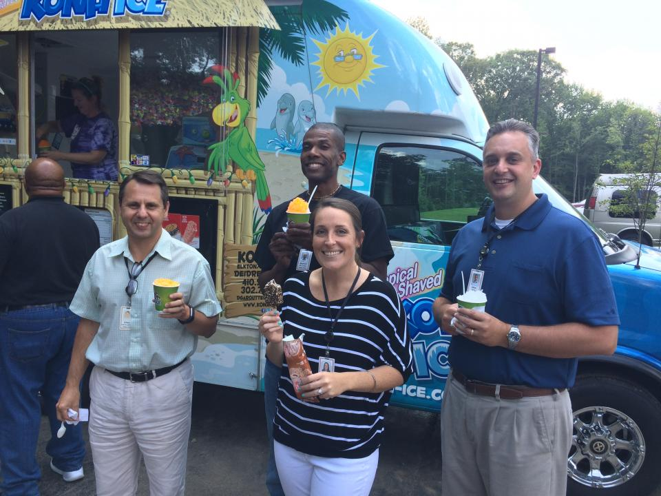 A visit from the ice cream truck. A festive cookout. Yard games. Live outdoor music. These are among the summer traditions you'll find at Gore, dating back to the frequent cookouts Bill and Vieve Gore held at their home for Associates and their families.