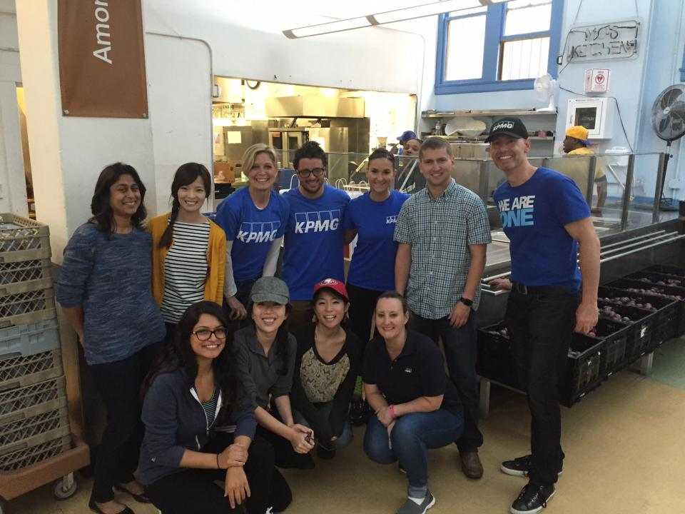 KPMGers from the San Francisco office volunteering