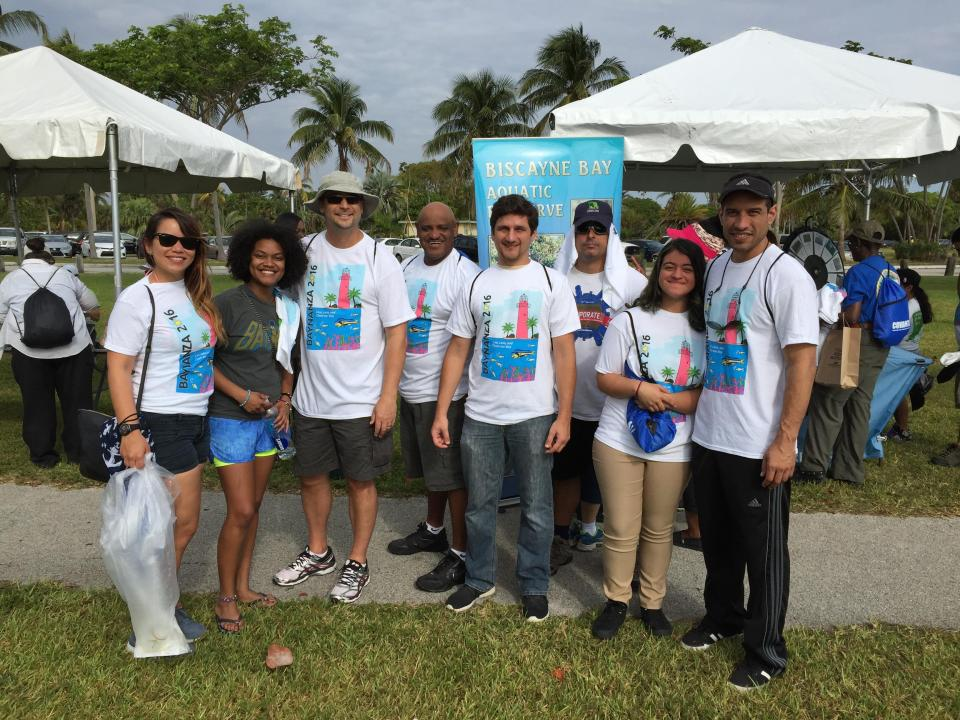 A group in Miami cleans the beaches of Florida.