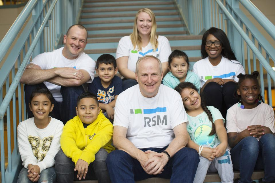 RSM US CFO joins Minneapolis employees at local elementary school, following annual Volunteer Day activities.