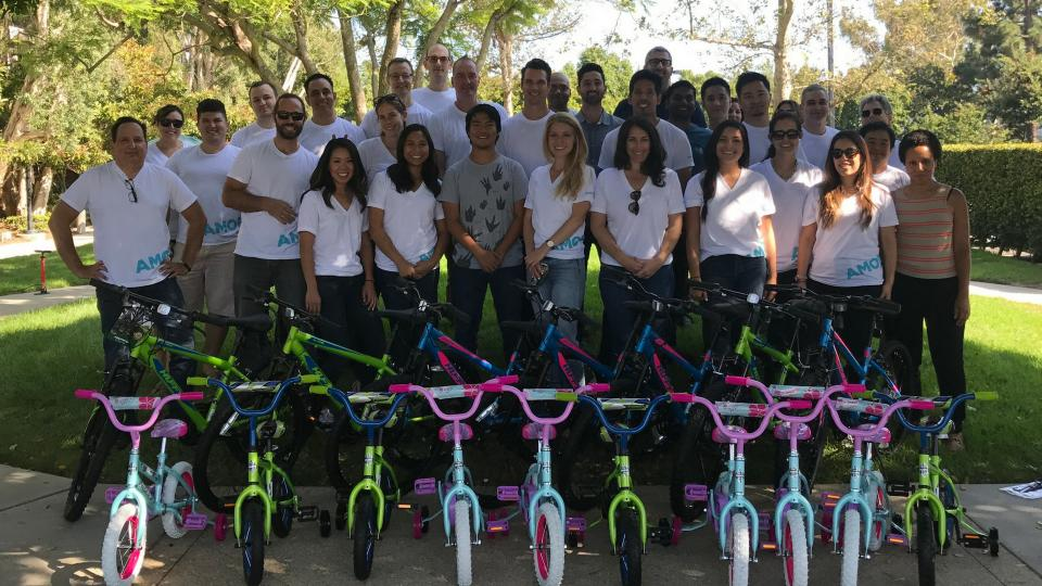 Amobee Santa Monica Gives Back at Local Community Service Event