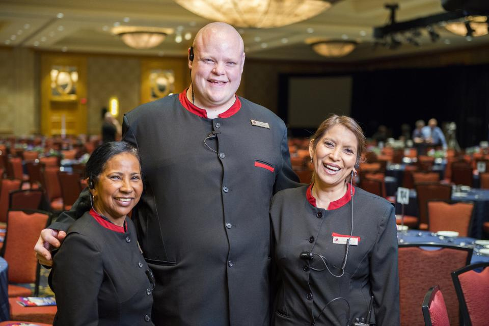 Lead Banquet Server Tim Acton, 2016 J. Willard Marriott Award of Excellence honoree.