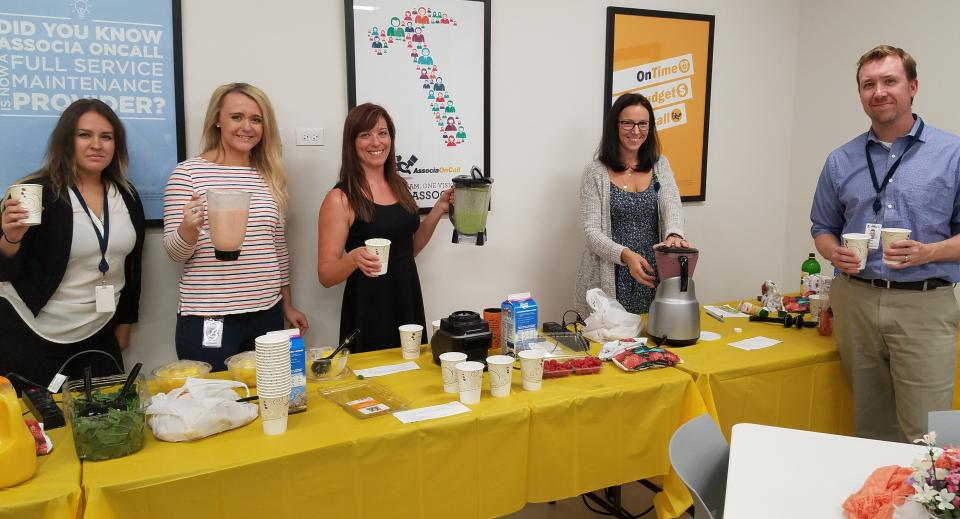 The Associa Chicagoland team took a wellbeing break with some satisfying smoothies!