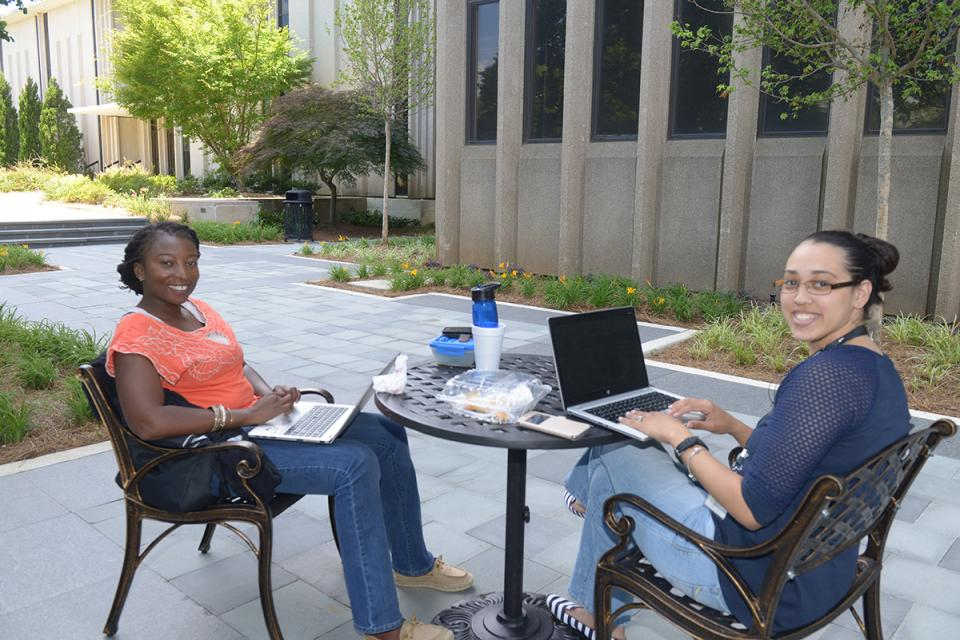 Aflac employees enjoy campus green spaces and the flexibility to work remotely.