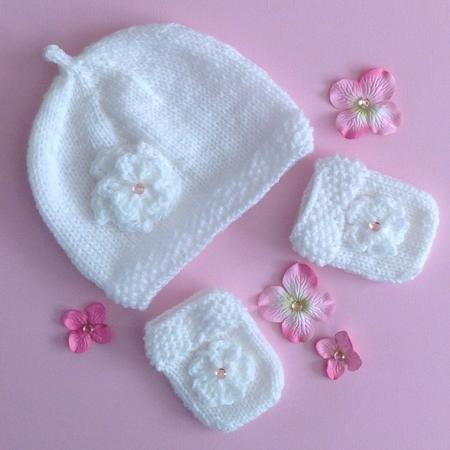 Moss Stitch Trimmed Baby Hat & Mitts Knitting Pattern
