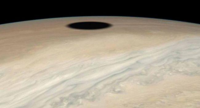 Hallan un extraño 'agujero negro' en Jupiter y esta es la explicación