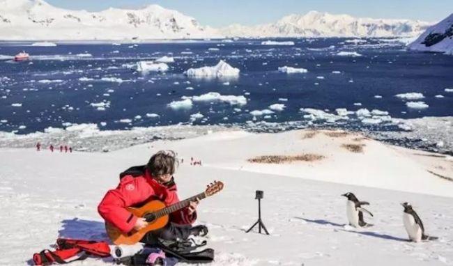 Un guitarrista valenciano entra en el Guinness por tocar en en seis meses en los seis continentes