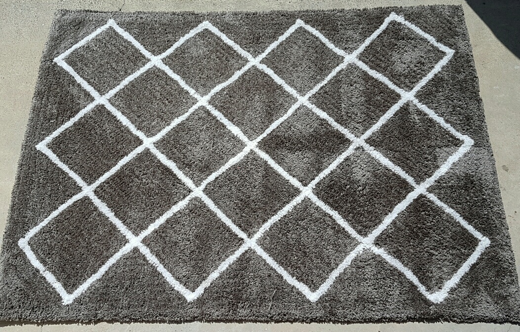 Grey shaggy diamond rug - Splash Events, Noosa & Sunshine Coast